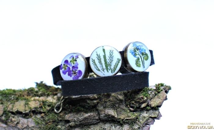 тут изображено Двойной браслет  чекер с настоящими цветами