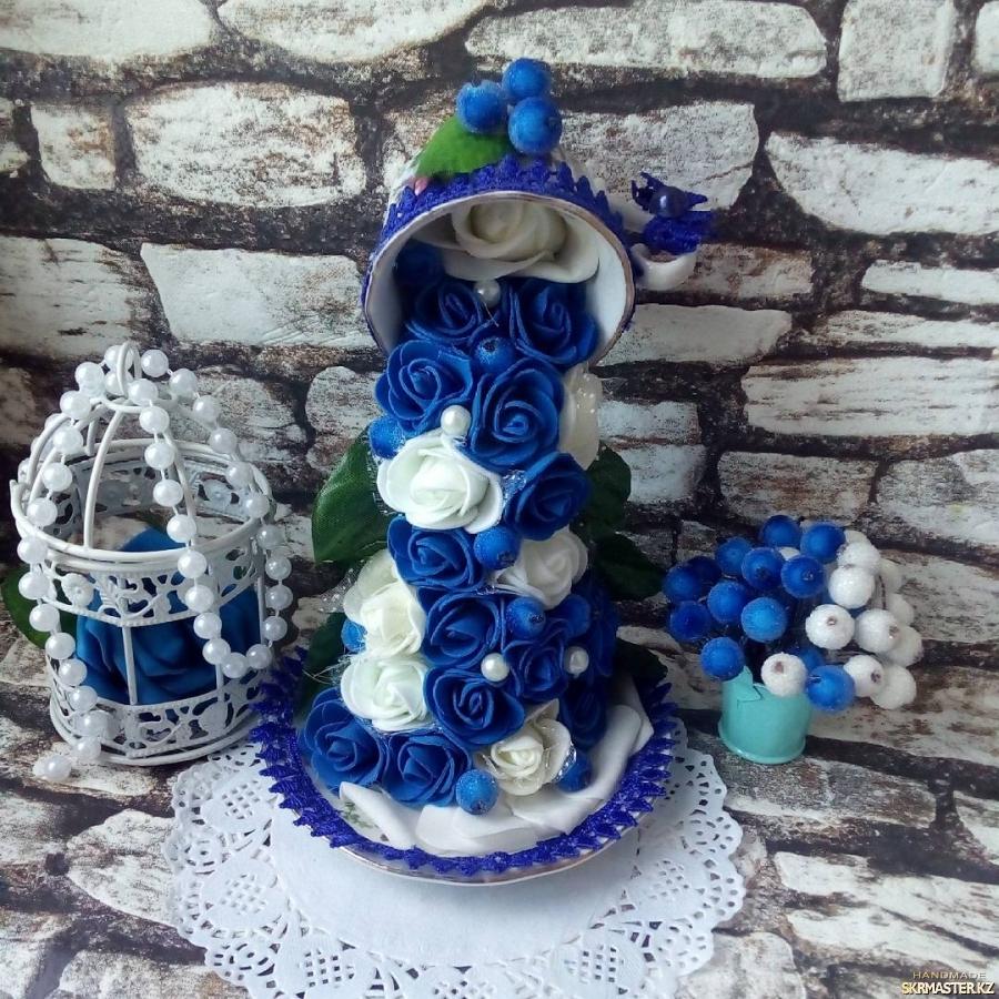 тут изображено Парящая чашка ′Синие розы′