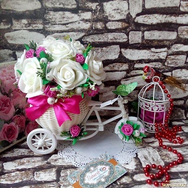тут изображено Интерьерная композиция велосипед с цветами