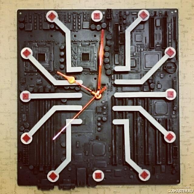 тут изображено Часы ′Паук времени′