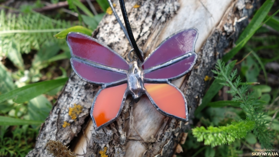 тут изображено Підвіска, кулон Метелик.