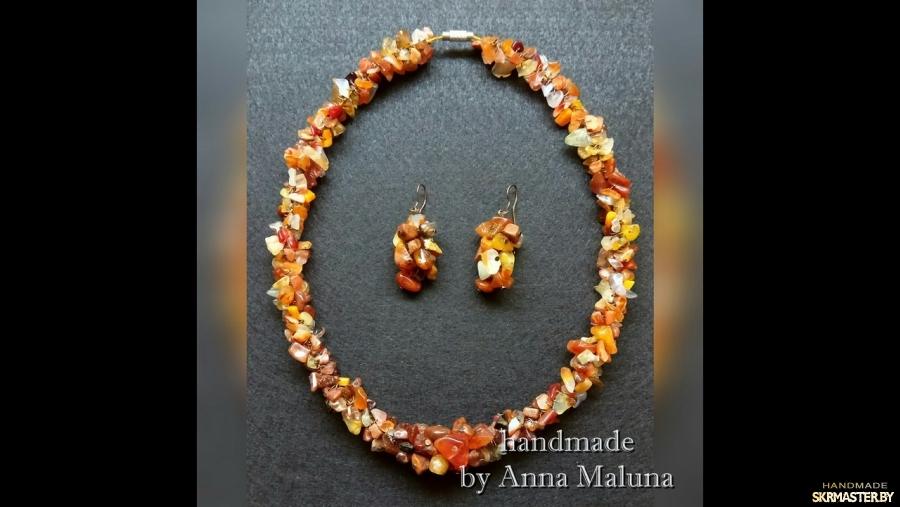 тут изображено Комплект украшений (ожерелье и серьги) ′Карамель′ с натуральными камнями