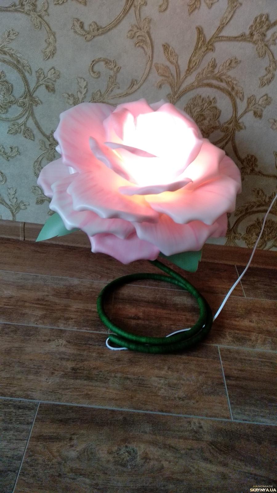 тут изображено Ночник-светильник ′Роза′