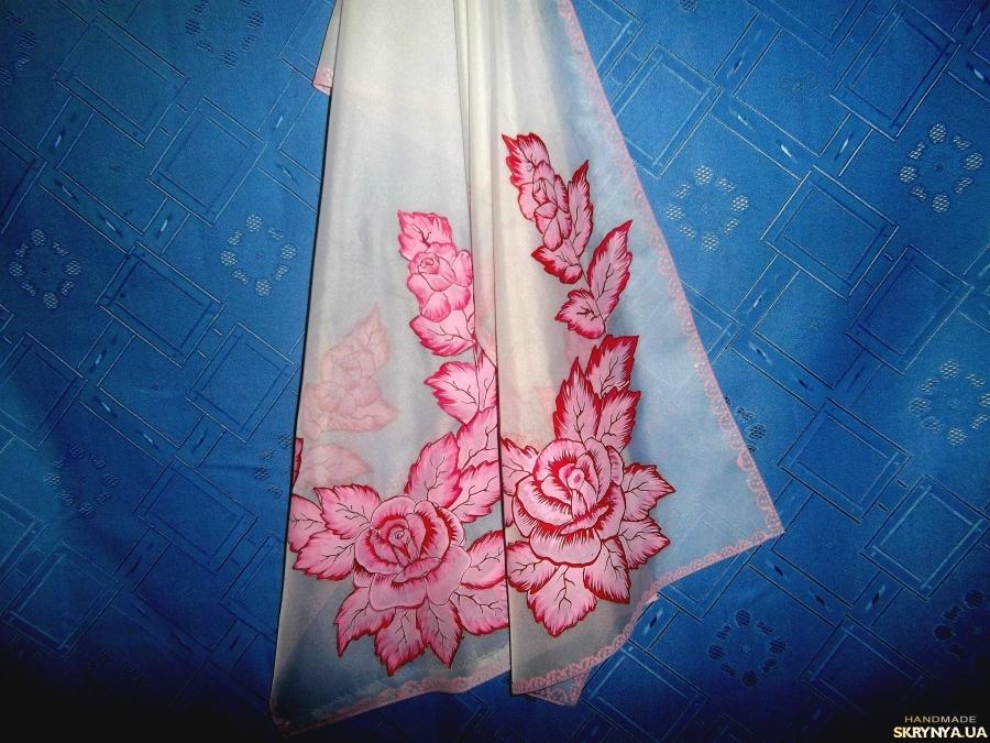 тут изображено Женский белый шифоновый шарф с ручной росписью розовые розы