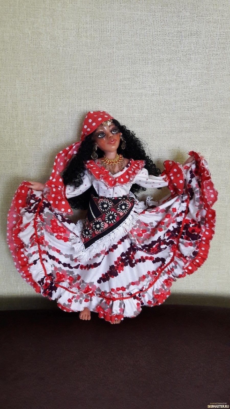 тут изображено Интерьерная кукла ′Цыганка′