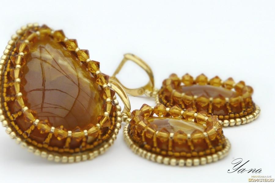 тут изображено Комплект серьги и кольцо с симбирцитами