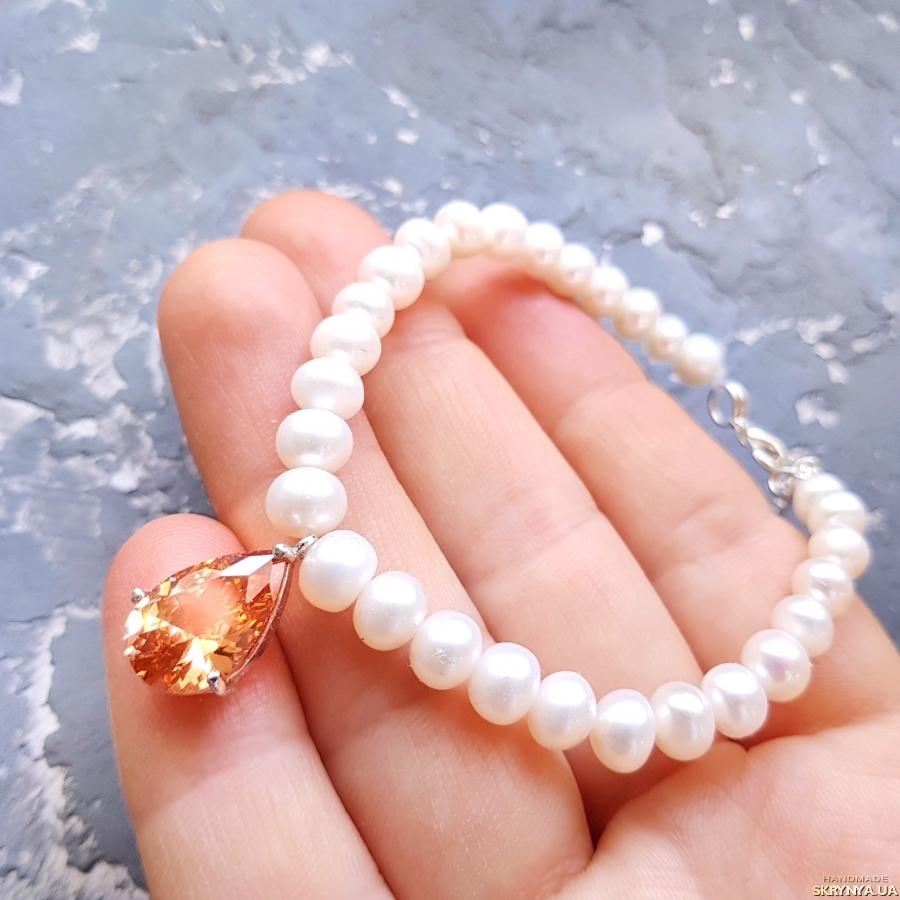 тут изображено Браслет з натуральних перлів з підвіскою крапля ′ Топаз ′