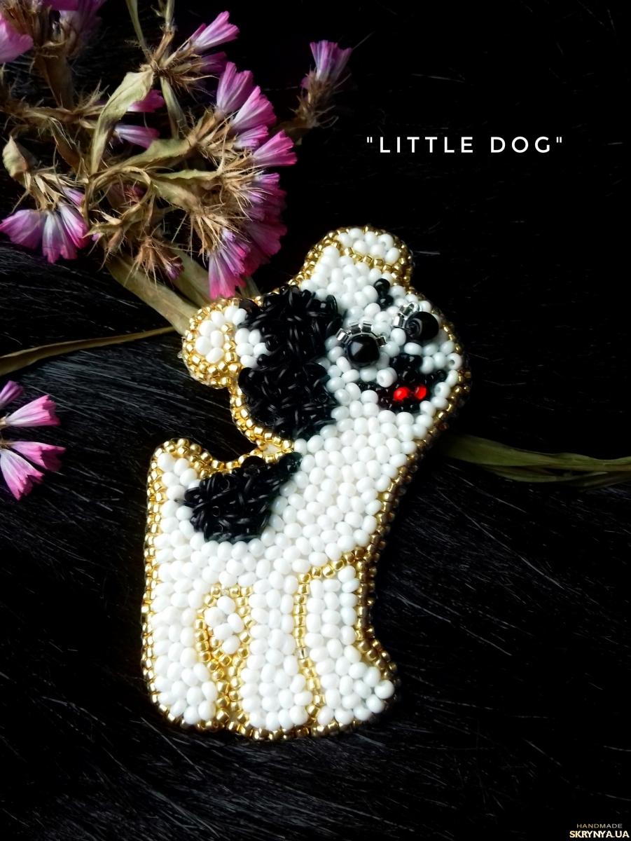 тут изображено Вышитая  брошь  ′Little dog′