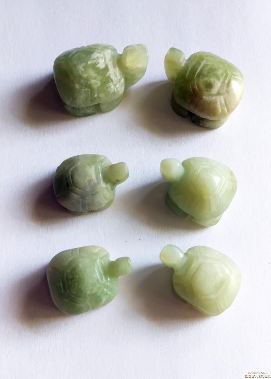 тут изображено Бусины черепах из оникса