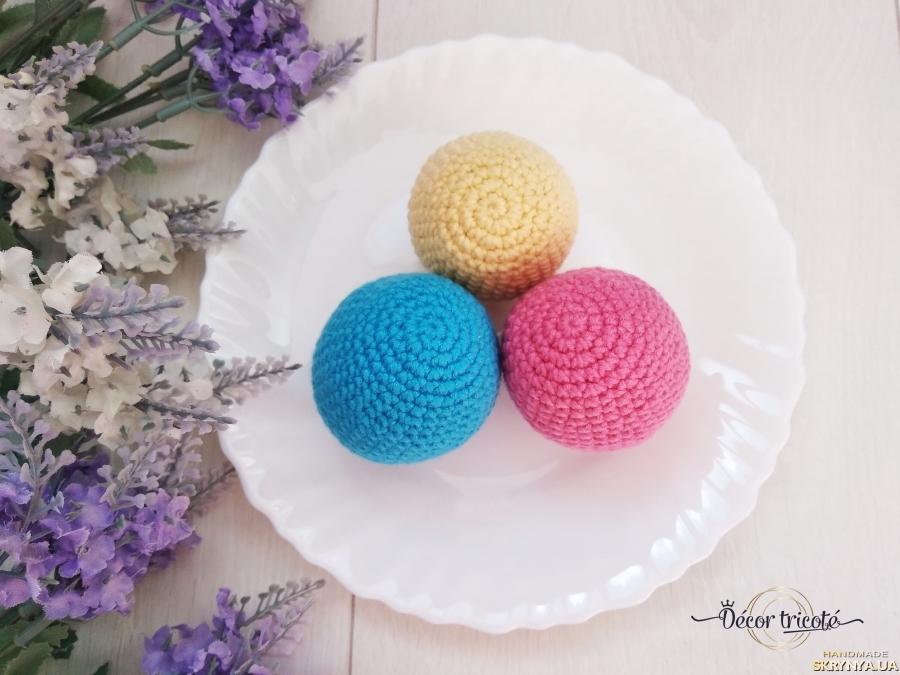 тут изображено Пасхальные яйца вязаные крючком, декоративные яйца к Пасхе