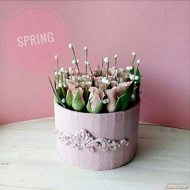тут изображено цветы из гофрированной бумаги
