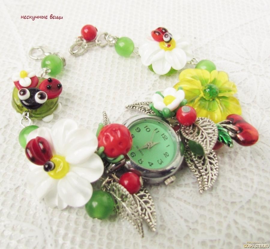 тут изображено ′Лютики-цветочки′ женские наручные часы с бусинами лэмпворк