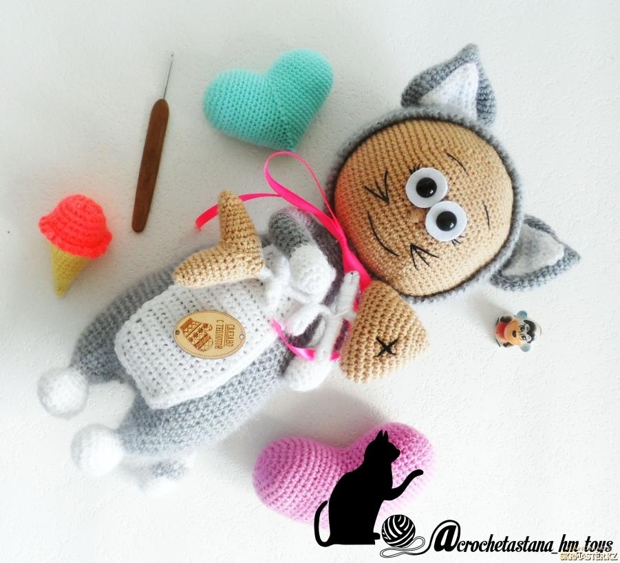 тут изображено Кукла Бонни в костюме Кошки