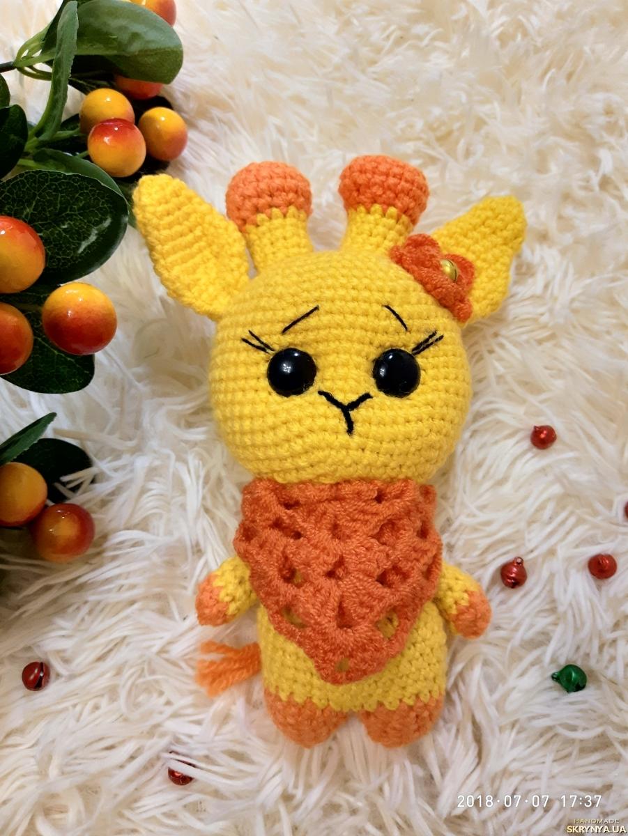 тут изображено Мягкая игрушка ручной работы вязаный жираф жирафик амигуруми