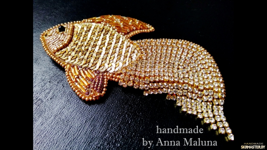 тут изображено Брошь ручной работы ′Золотая рыбка′