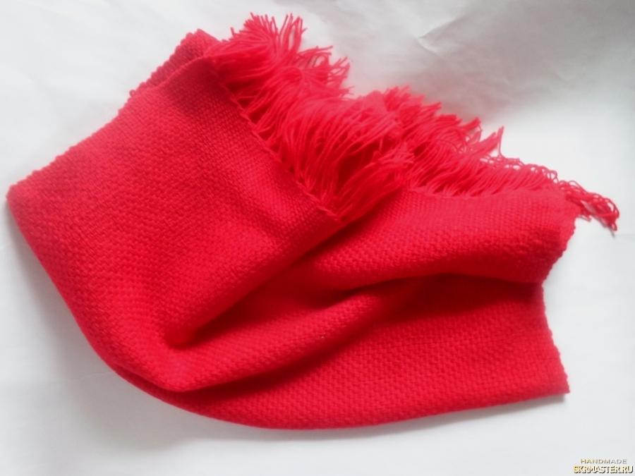 тут изображено Шарф - палантин красный домотканый