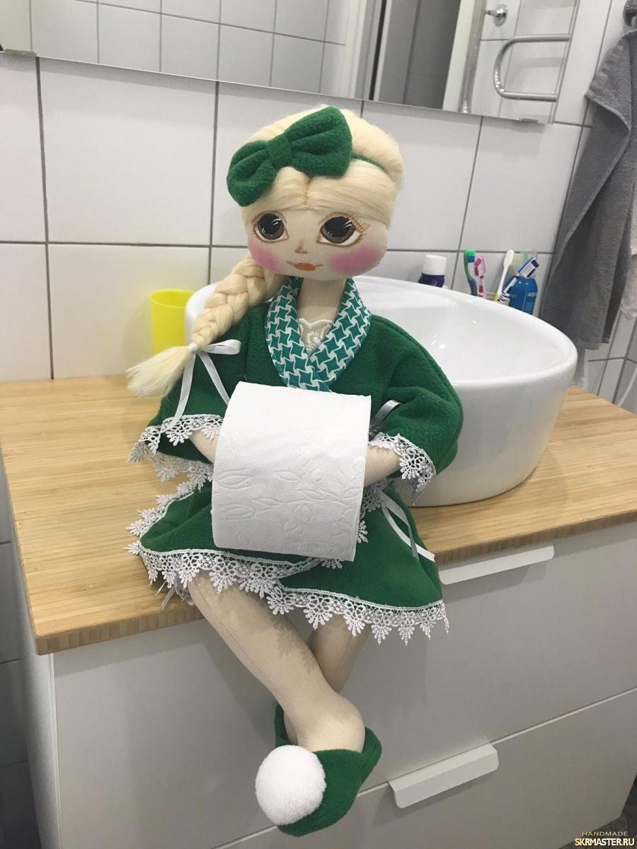 тут изображено Кукла туалетница.