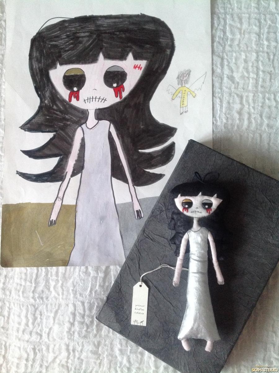 тут изображено дизайнерская игрушка по рисунку ребёнка Кукла-страшила №2