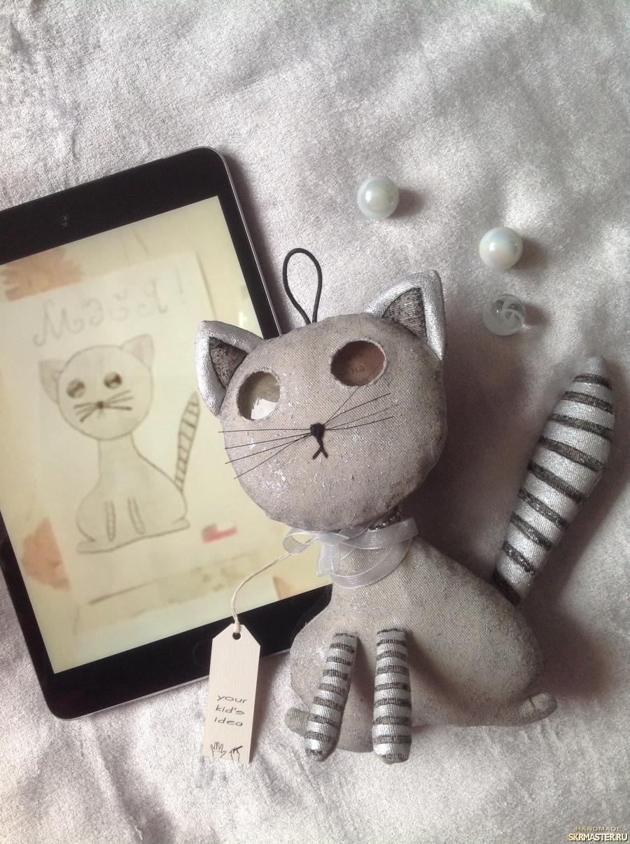 тут изображено интерьерная игрушка по рисунку ребёнка Кошка Мэся