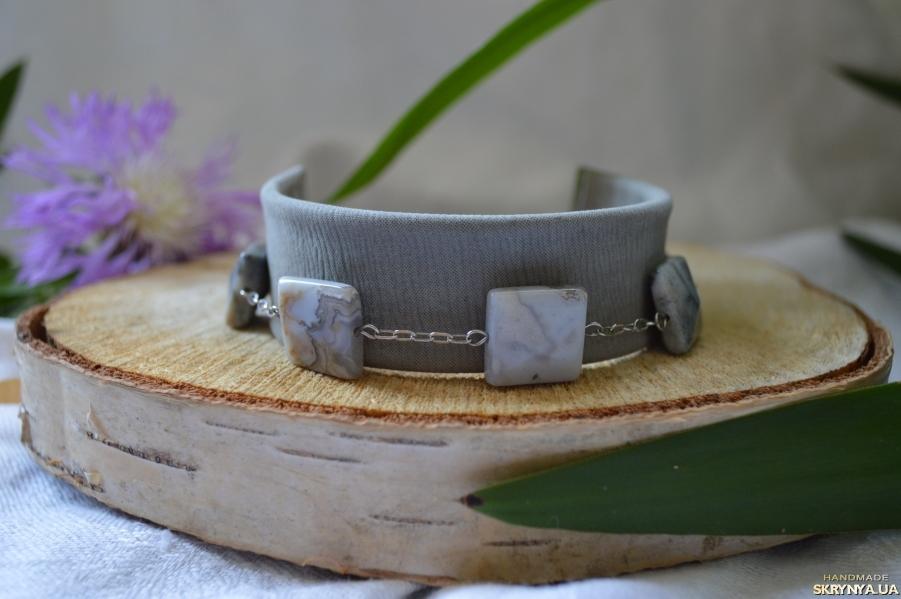 тут изображено Кожаный браслет с серым агатом ′Восхождение′