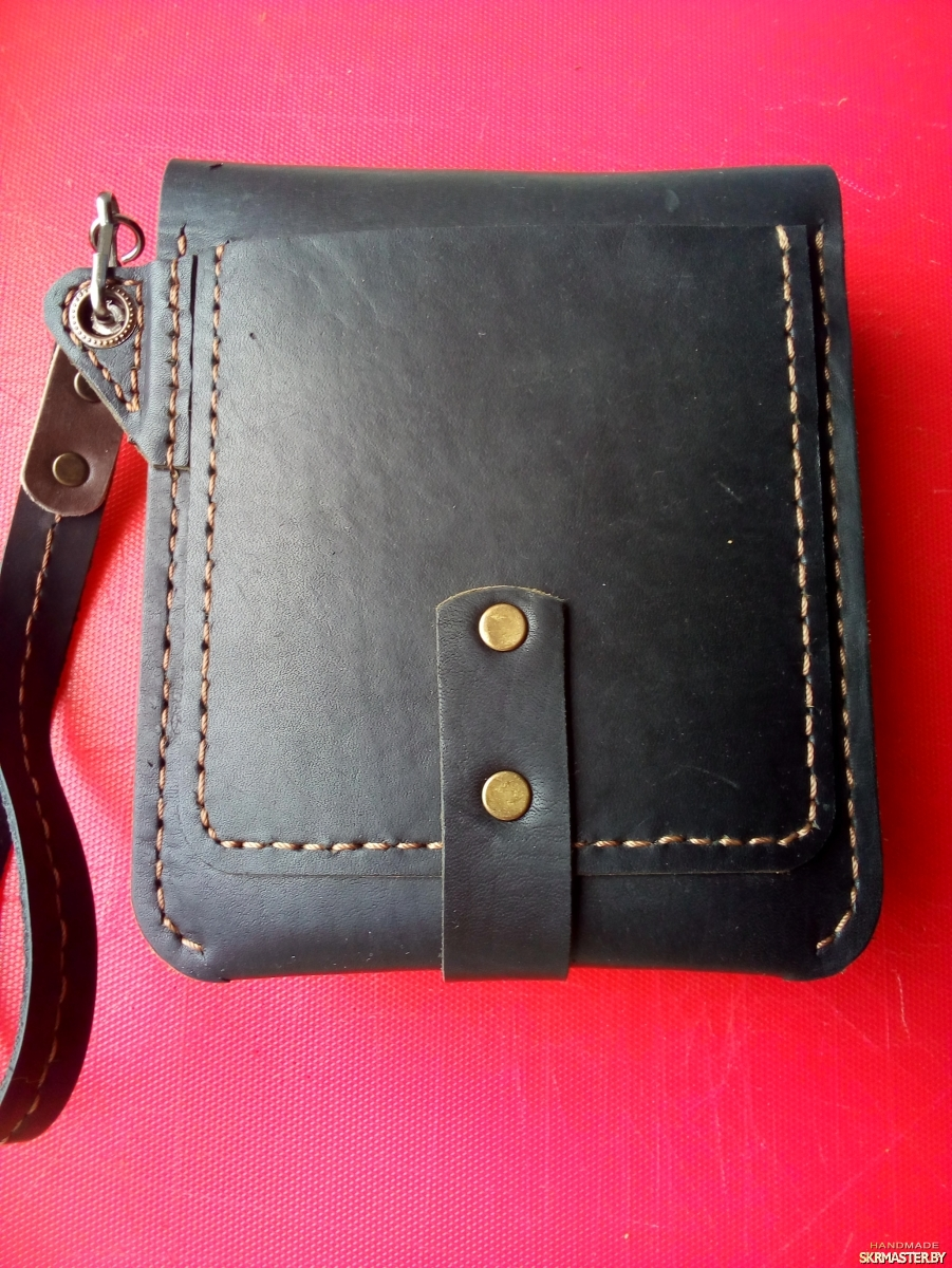 тут изображено Кожаная мужская сумка ручной работы