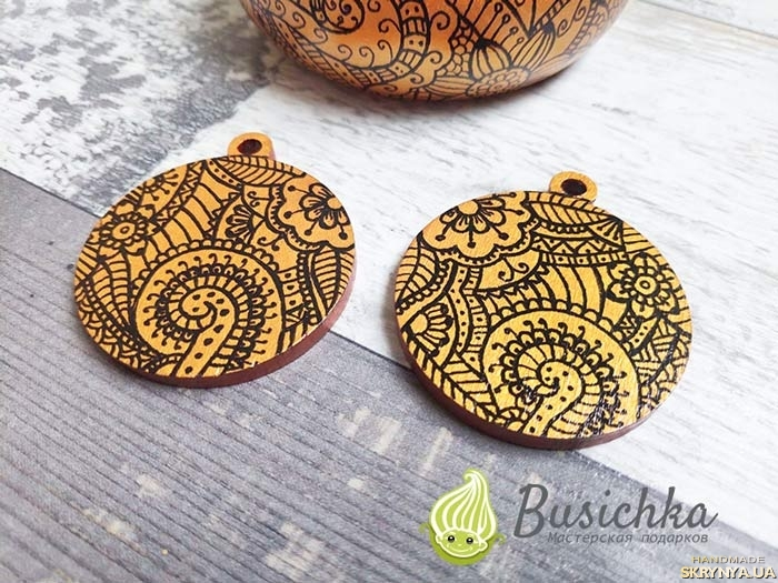 pictured here Wooden earrings gold-bronze