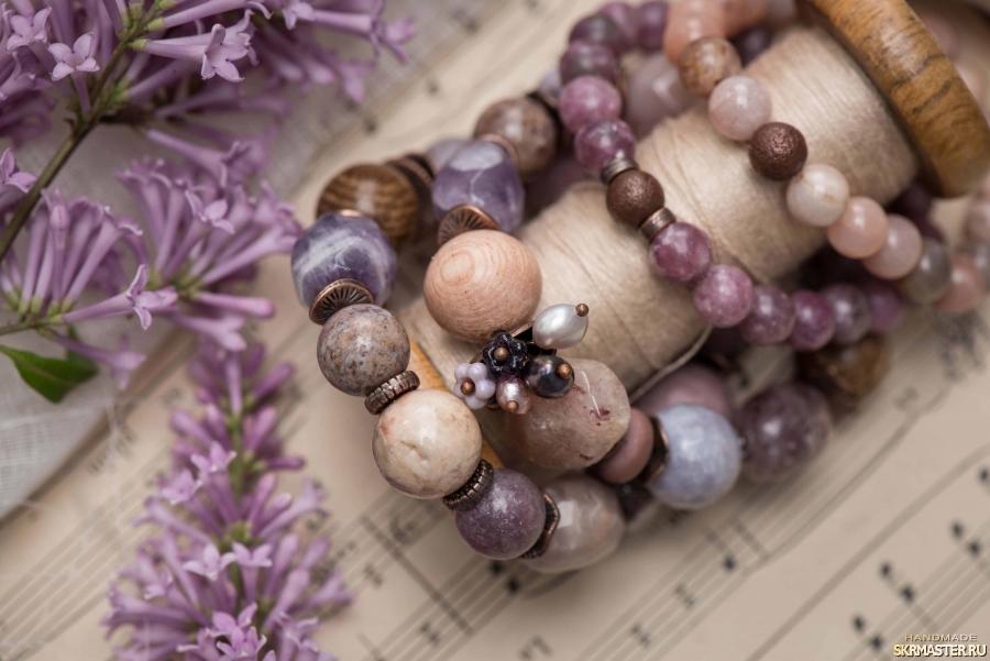 тут изображено Комплект браслетов ′Туманная лаванда′