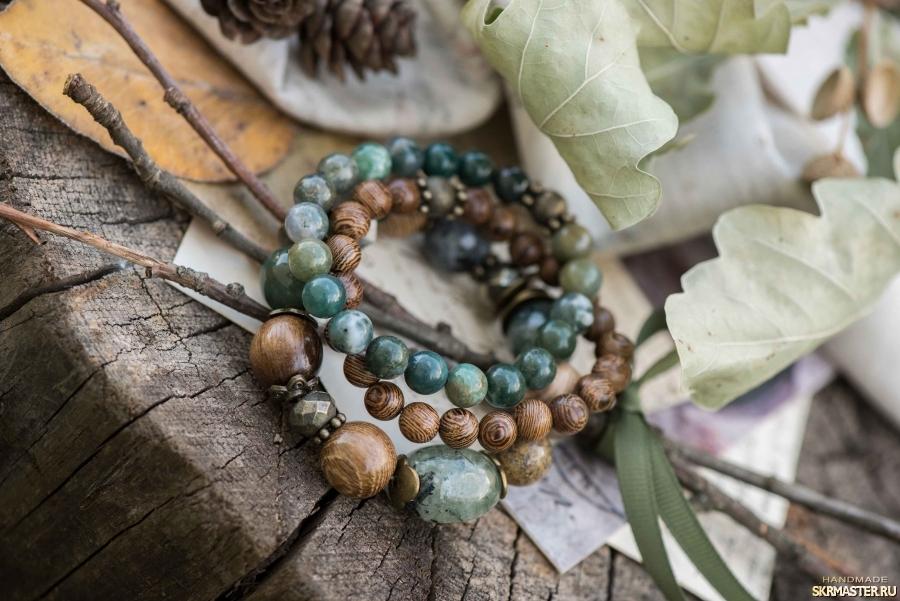тут изображено Комплект браслетов ′Весенний лес′