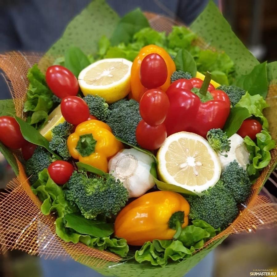 тут изображено Букет ′Овощная феерия′