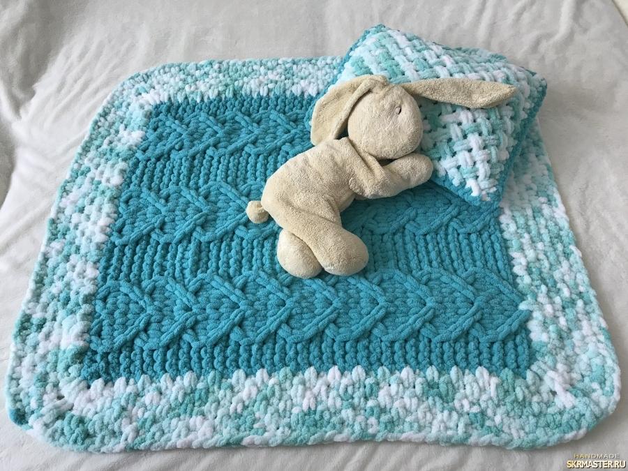 тут изображено Плюшевый комплект Бирюзовый из пледа и подушки для малыша
