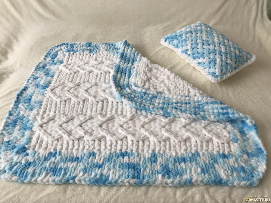 тут изображено Плюшевый комплект белый из пледа и подушки для малыша
