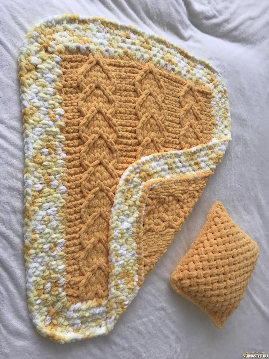 тут изображено Плюшевый комплект желтый из пледа и подушки для малыша