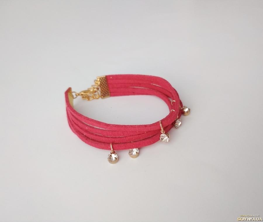 тут изображено Замшевый браслет ′Onis′
