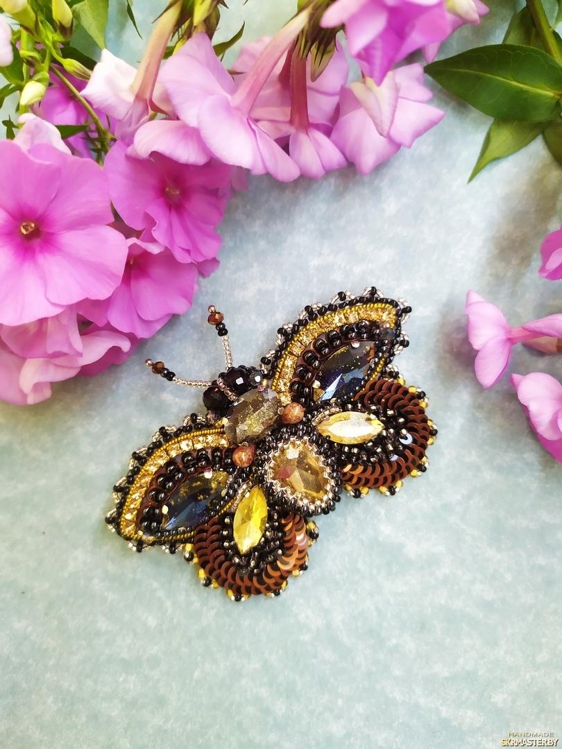 тут изображено Брошь ′Королевская бабочка′