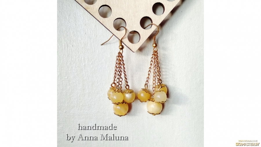 тут изображено Серьги-гроздья ручной работы ′Алыча′ с натуральным камнем (кварц)