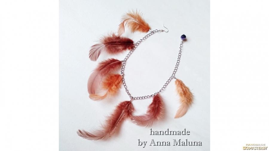 тут изображено Моно серьга ′Рыжие перья′ с натуральным камнем (агат)