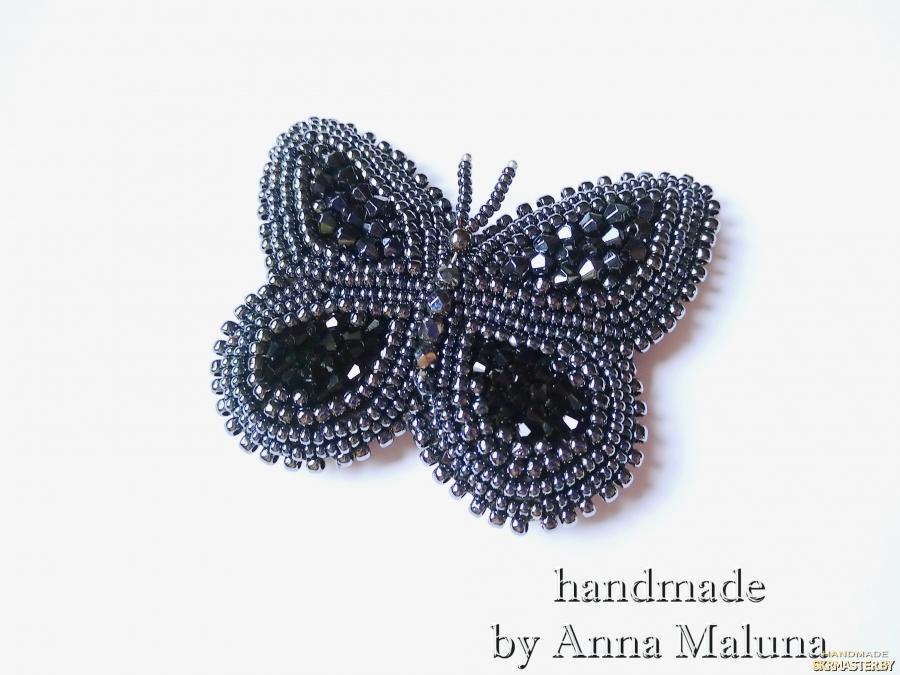 тут изображено Брошь-бабочка ручной работы ′Черный махаон′