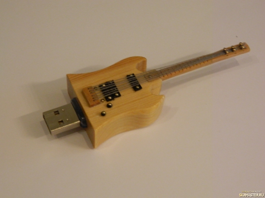 тут изображено Флешка гитара 8 GB
