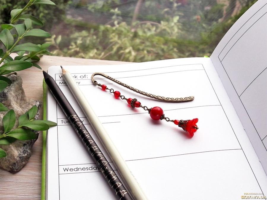 тут изображено Закладка для книг №264 «Цветок» красный