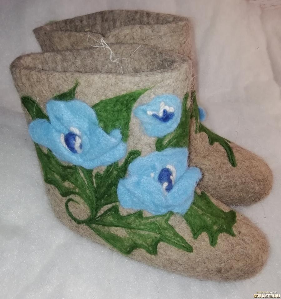 тут изображено Голубые цветы