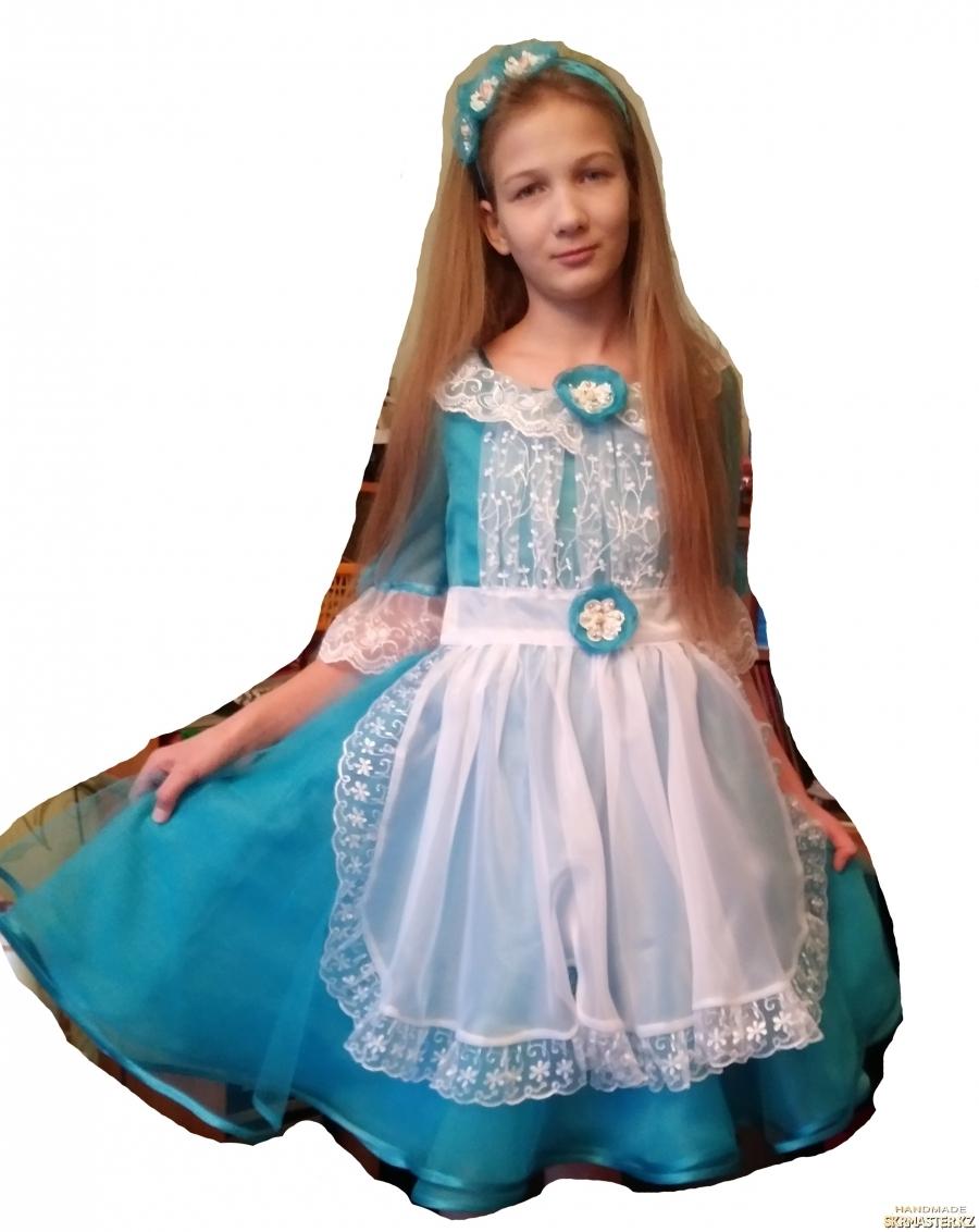 тут изображено Платье ′Алиса в Стране Чудес′