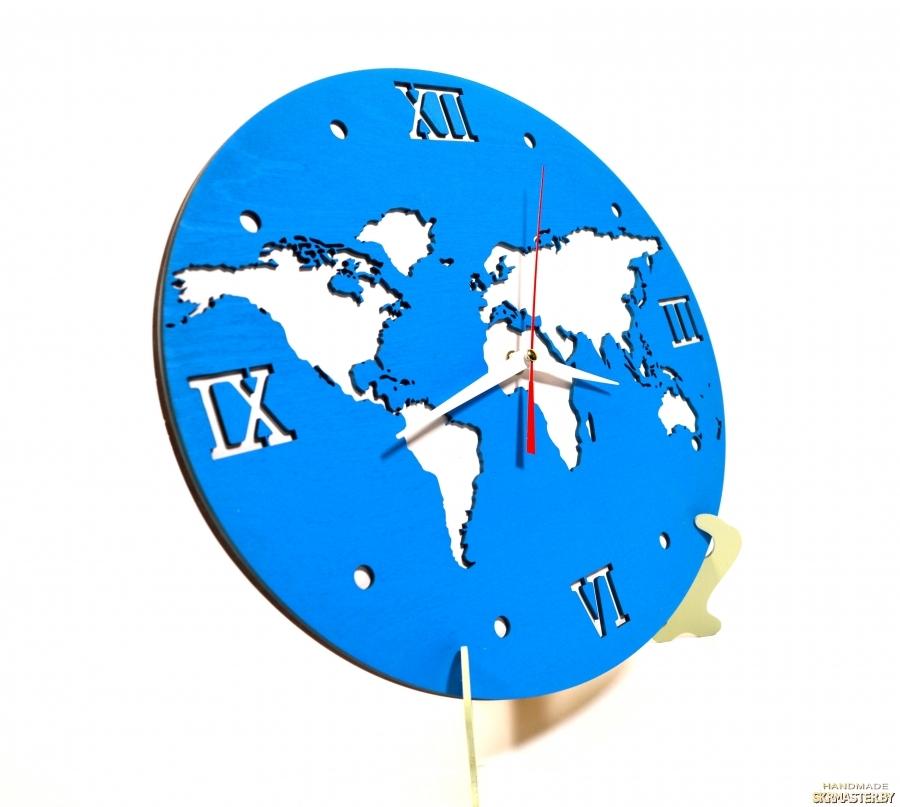 тут изображено Настенные часы ′Карта мира′