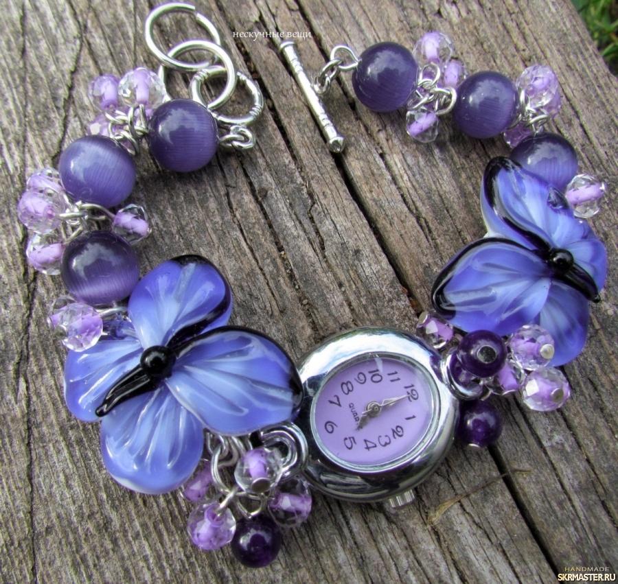 тут изображено ′Аметистовые бабочки′ фиолетовые наручные часы с бусинами лэмпворк