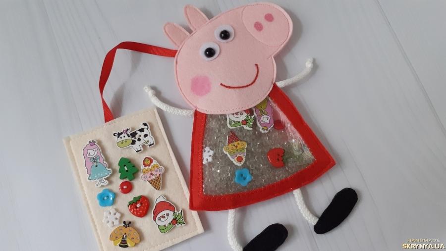 тут изображено Игрушка искалка Свинка Пеппа из фетра. Ручная работа.