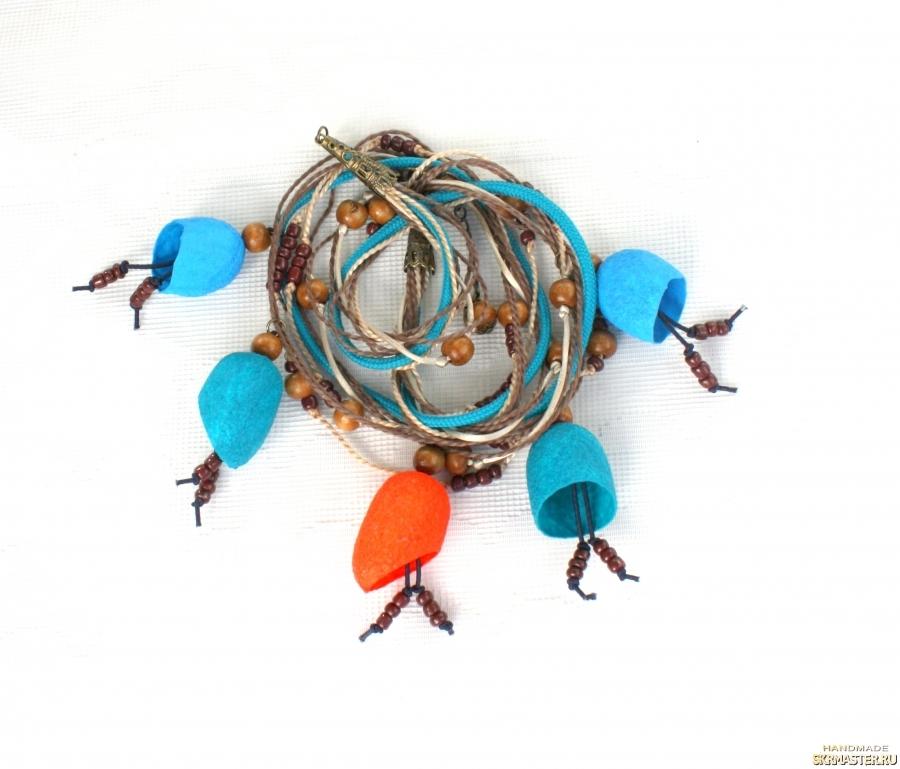 тут изображено Ожерелье из коконов шелкопряда ′Оранжевая капля′