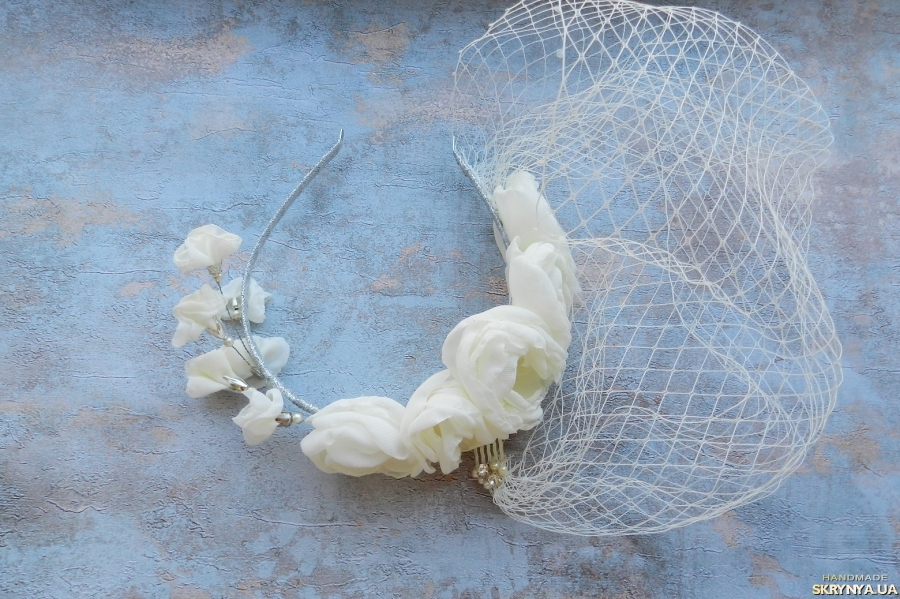 тут изображено Вуаль свадебная , молочная