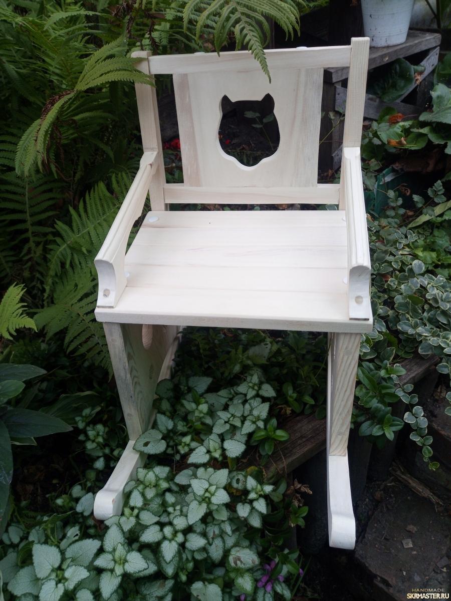 тут изображено Детское кресло - качалка