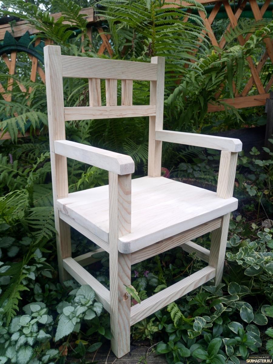 тут изображено Детский стульчик