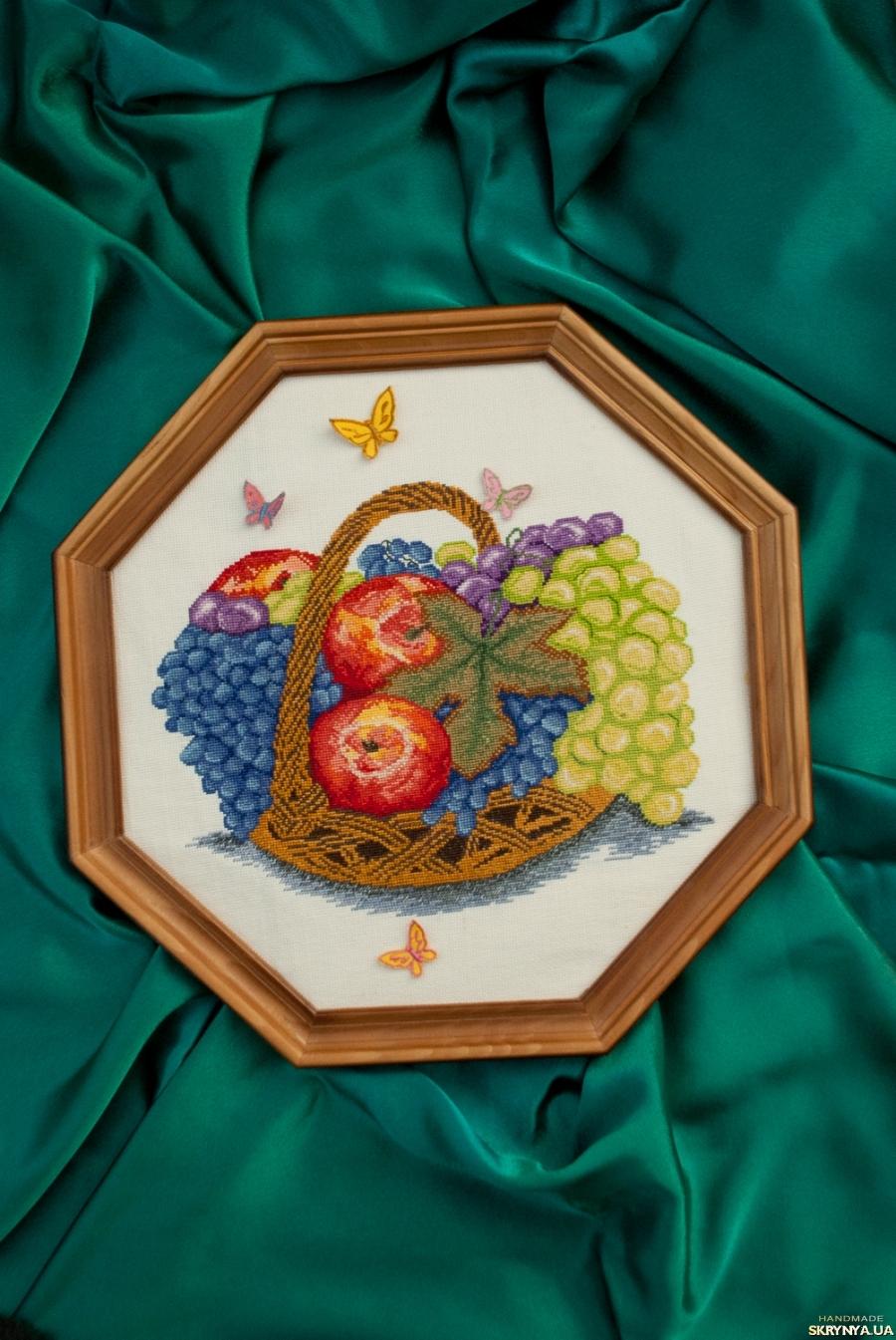 тут изображено Вышитая картина Фрукты в корзине.