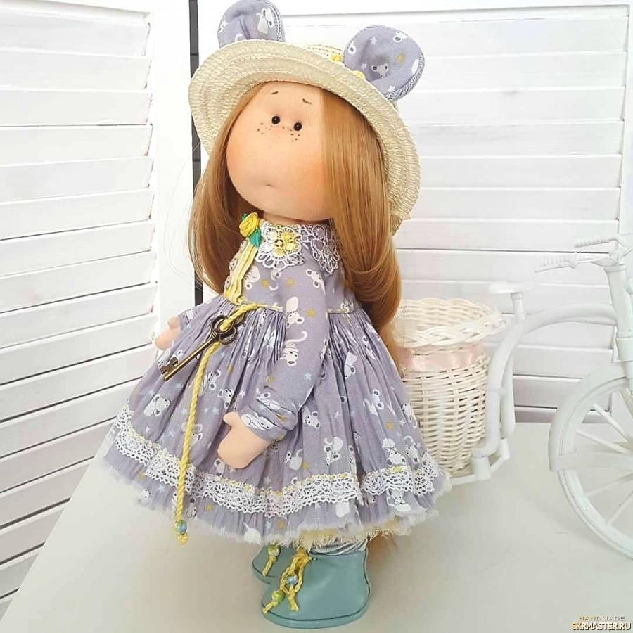 тут изображено Аришка интерьерная текстильная кукла мышка